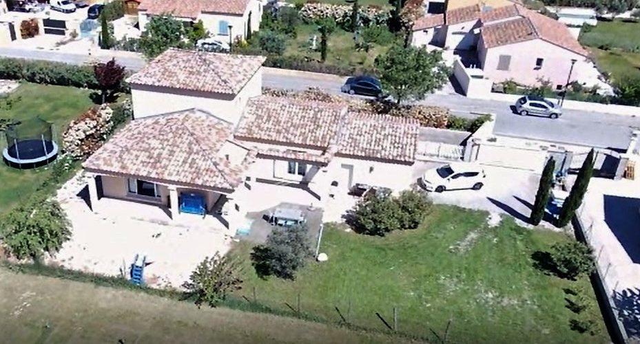 Image Caumont-sur-Durance, Très jolie villa de 2007 avec jardin arboré de 800m2