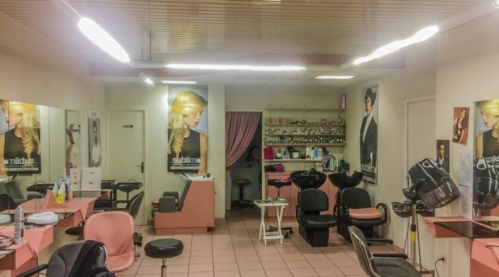 Proche Rennes, Salon de coiffure et murs sur commune dynamique