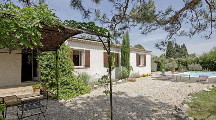 Image Saint-Rémy-de-Provence, Jolie villa de plain-pied avec piscine