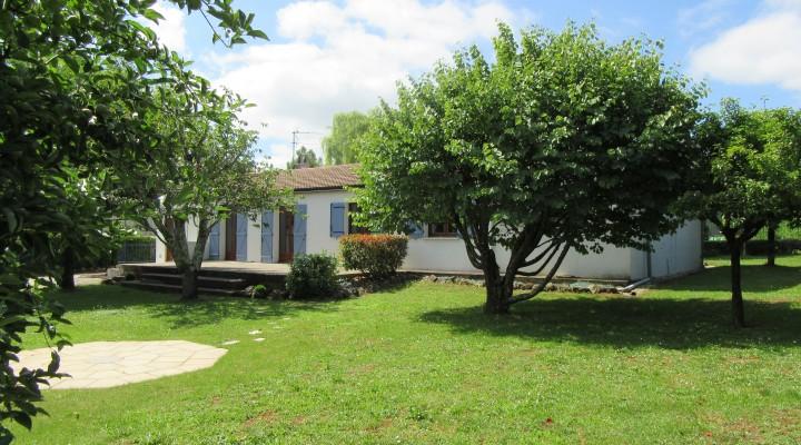 St-Vincent-de-Pertignas, Charmante maison de plain-pied sur jardin arboré