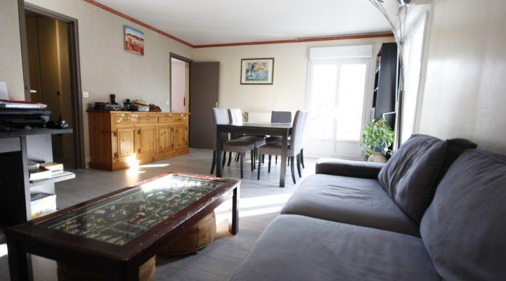 Cergy, Spacieux appartement 3 pièces en centre-ville