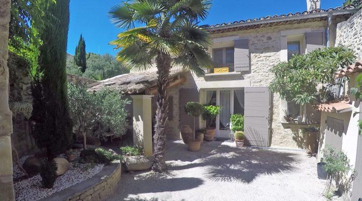 Image Cabrières-d'Avignon, Maison de village rénovée avec cour fermée de 60m2