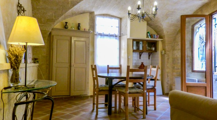 Image Castillon-du-gard, spacieuse maison de ville au Charme Ancien