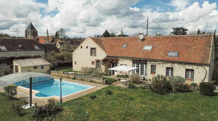 Proche Moret-sur-Loing, Vaste demeure de caractère avec piscine et dépendances
