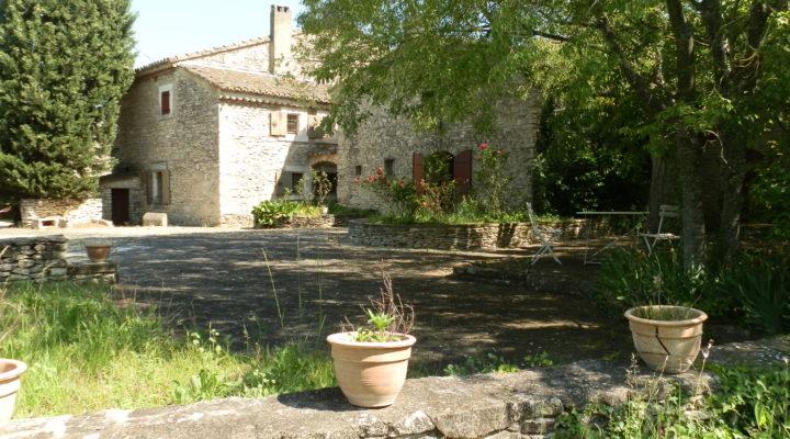 Image L'Isle-sur-la-Sorgue, Magnifique mas en pierre avec piscine et dépendances