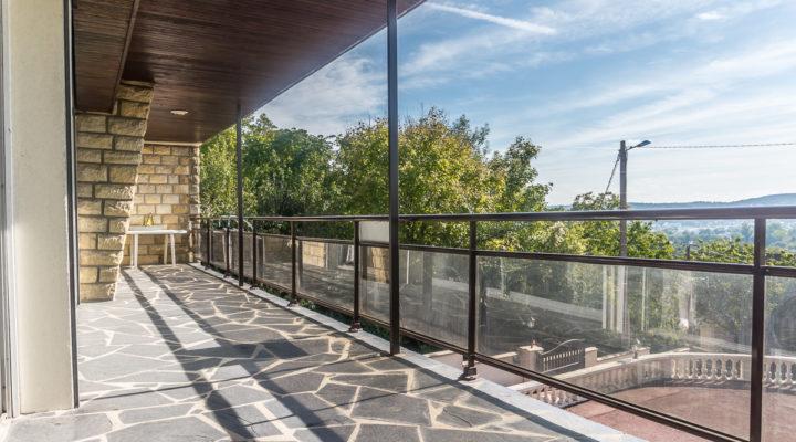 Triel-sur-Seine, Spacieuse maison avec vue imprenable sur les bords de Seine.