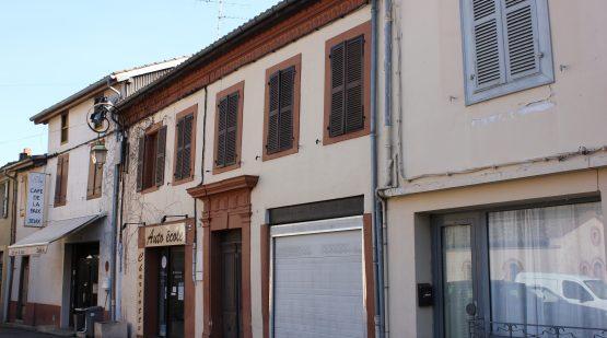 Vente Immeuble - Proche Samatan, 2 commerces - 4 appartements
