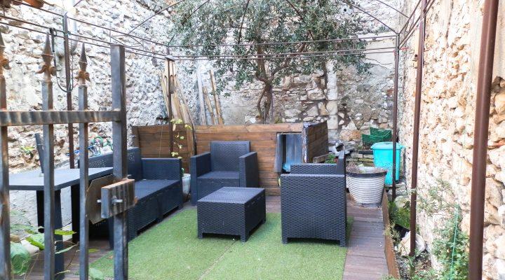Orgon, Charmante maison de village de 95m2 avec patio