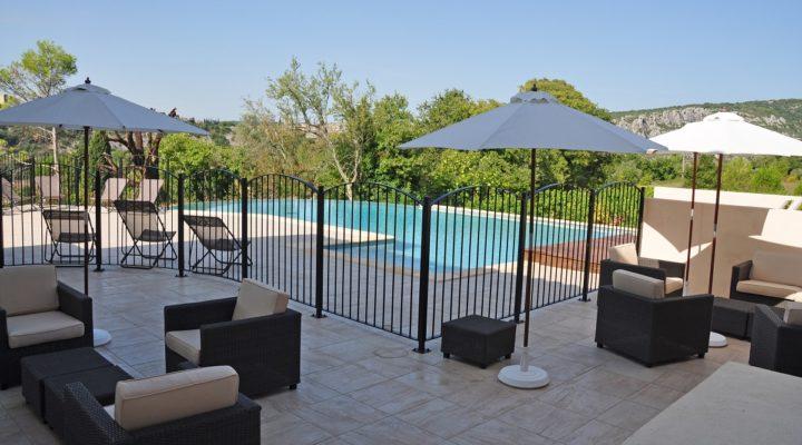 Saint-Martin-d'Ardèche, Beau 2 pièces, meublé et climatisé avec terrasse couverte
