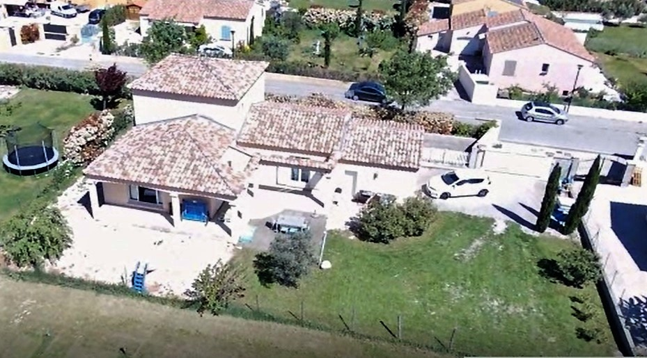 Vente maison caumont sur durance tr s jolie villa for Jardin 800m2