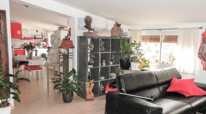 Proche Carpentras, Ensemble immobilier 125m2 - 3 bureaux et un beau 2 pièces