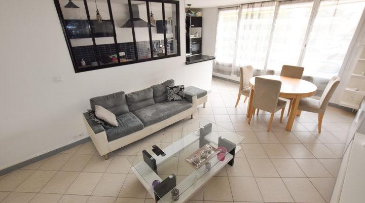 Éragny, Appartement 5 Pièces lumineux entièrement rénové avec terrasse, box et cave