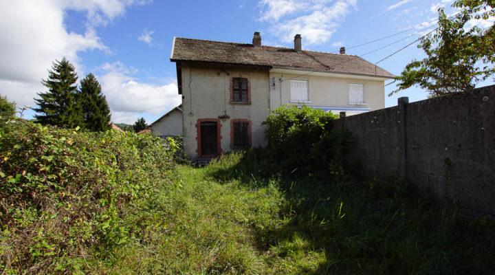 Image Bévenais, Charmante maison à rénover + Terrain constructible de 1040m² au calme avec vue dégagée