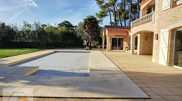 Image Saint-Jean-de-Monts, Spacieuse maison avec piscine et dépendances dans un écrin de verdure