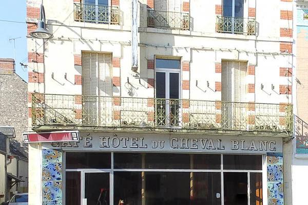 Image Patay Centre-ville, Idéal investisseur – Ancien hôtel restaurant de 385m² à réhabiliter
