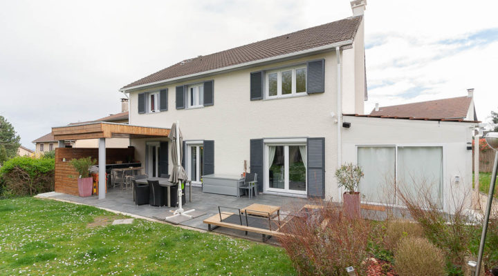 Image Aigremont, Maison familiale de 210 m2 parfaitement entretenue, proche des écoles et des commodités, dans secteur recherché