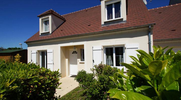 Écuelles, Maison familiale individuelle dans secteur résidentiel