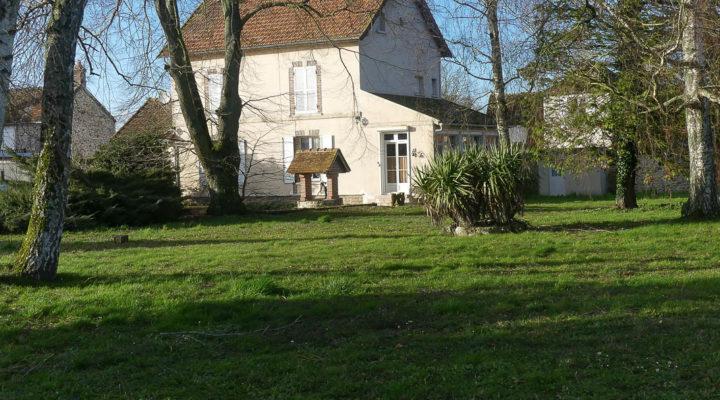 Grandpuits-Bailly-Carrois, Maison bourgeoise de 154 m2 à rénover, au calme, sans vis à vis avec dépendances