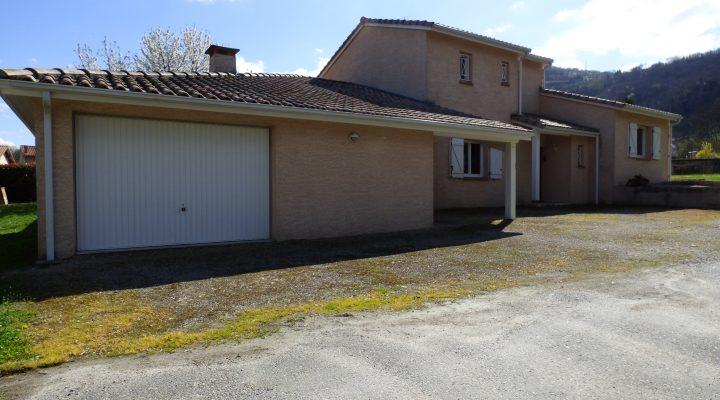 Foix, Maison récente de 4 chambres sur un terrain de 791 m2