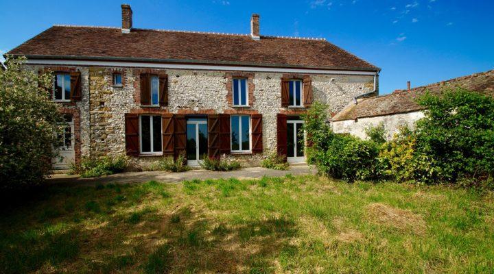 Image Sognolles-en-Montois, Maison briarde rénovée de 230 m2 au charme incontestable.