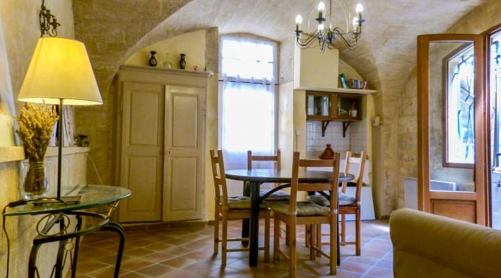 Castillon-du-gard, spacieuse maison de ville au Charme Ancien