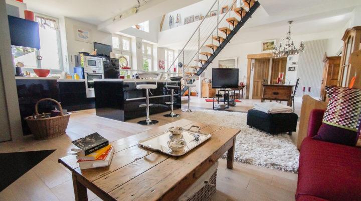 Proche Moret-sur-Loing, Belle longère de 190 m2 rénovée en loft contemporain