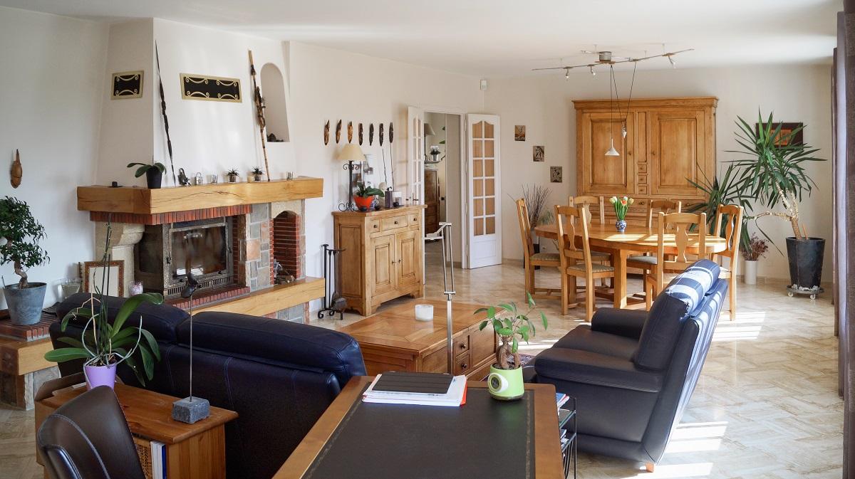 proche brie comte robert maison familiale de 225 m2 effectimmo. Black Bedroom Furniture Sets. Home Design Ideas